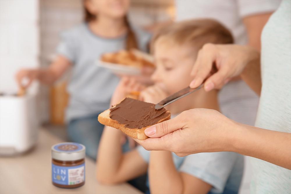 La pâte de graines de lin LIN LOV permet de booster les tartines en Oméga 3 et nutriments essentiels